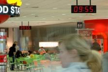 Letiště Václava Havla Praha - digitální hodiny, systém řízení jednotného času