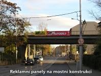 Reklama na mostní konstrukci