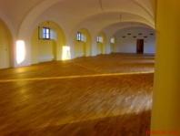 Renovace sportovní podlahy