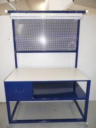 Pracovní stůl s osvětlením