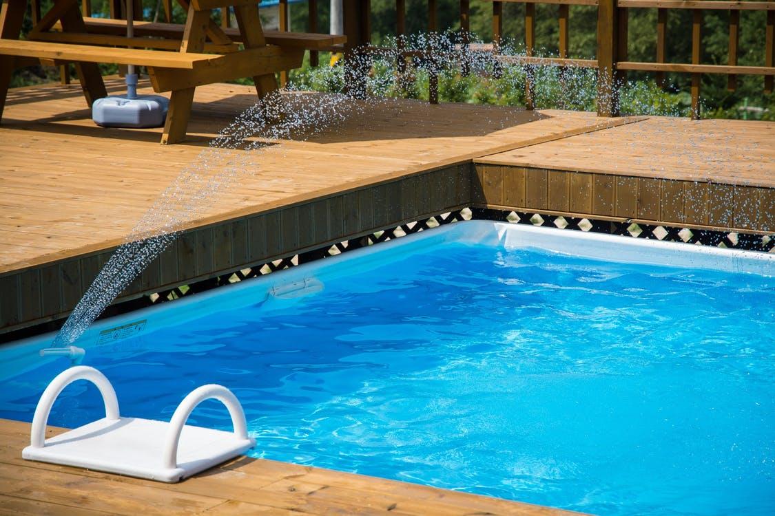 Bazény a plastové jímky