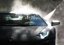 Mytí a čištění aut a autobusů