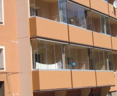 Zasklení balkonů a lodžií
