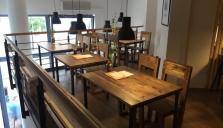 Interiérový nábytek do restaurace z palet - Josef Chmurčiak