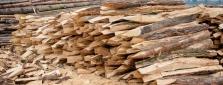 Štípané akátové kůly – vhodné pro zatloukače