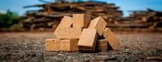 Brikety z tvrdého akátového dřeva