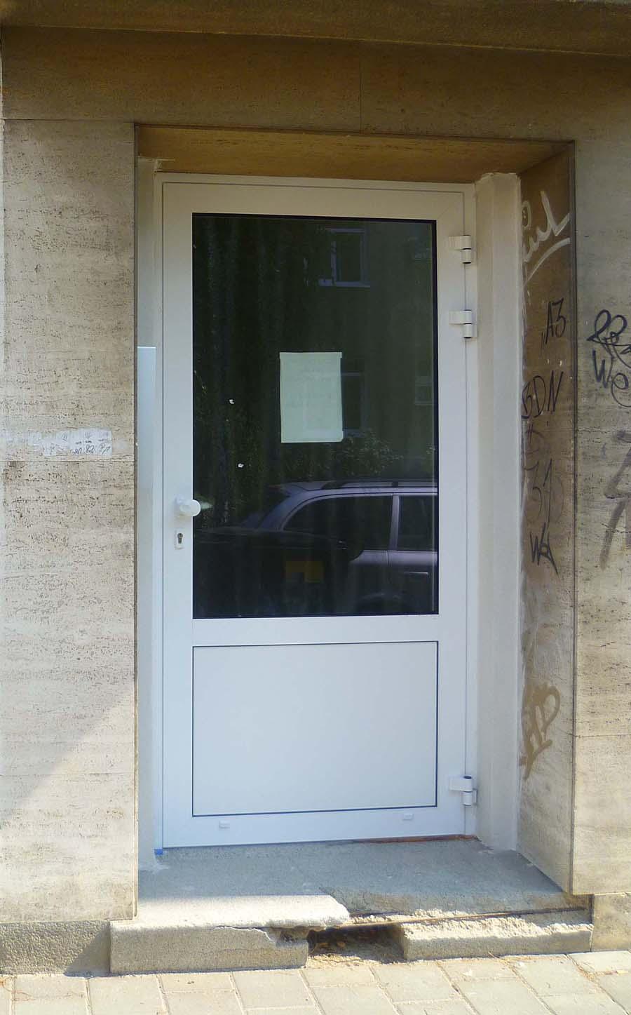 Hliníkové dveře a posuvné dveře