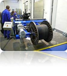 Převíjecí zařízení pro elektrické a optické kabely
