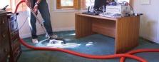Luxování koberců, vytírání podlahy