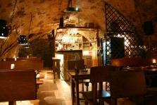 Barový pult, stoly a lavice 113