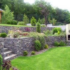 Záhrada do svahu