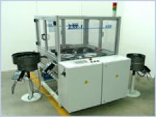 Automatické montážne zariadenie na skrutkovanie svoriek bimetalu - hotové zariadenie