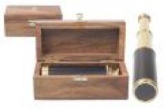 Dalekohled v dřevěné krabici
