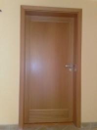 Interiérové dřevěné dveře plné