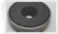 Magnetický prvok plochý so stredovou dierou a 90° zrazením v púzdre z nehrdzavejúcej ocele, Fe