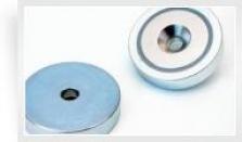 Magnetický prvok plochý so stredovou dierou a 90° zrazením, NdFeB