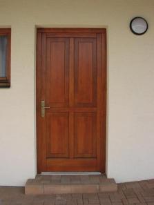Dodávky a montáž vchodových a vnitřních bytový dveří