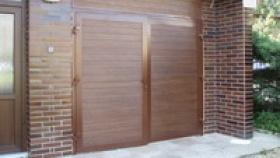 Dvoukřídlová garážová vrata hliníková