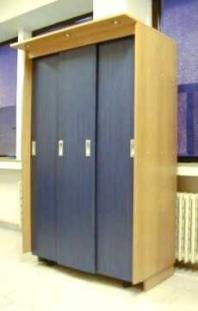 Skriňa so zásuvnými dverami