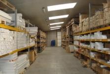 Velkoobchod a maloobchod nářadím, pracovními oděvy a železářství