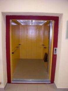 Nákladní výtahy