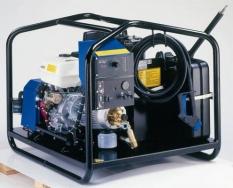 Teplovodní mycí strojese spalovacím motorem