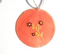 Perleťový náhrdelník s květinami červený