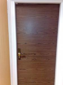 Dvere a zárubne - exteriérové masív smrek