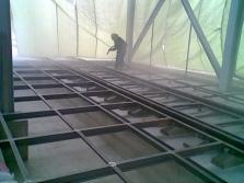 Abrazívní otryskávání ocelových roštů