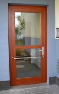 Vchodové dveře bytových domů