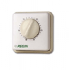 Izbový termostat s prenosom zmeny