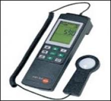 Testo 545  -  komfortný prevádzkový luxmeter