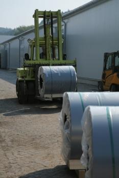Logistické centrum - zapůjčení paletových vozíků