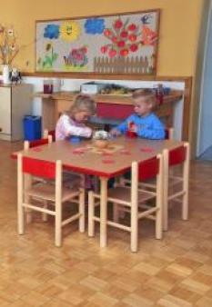 Dětský stůl - kulaté nohy