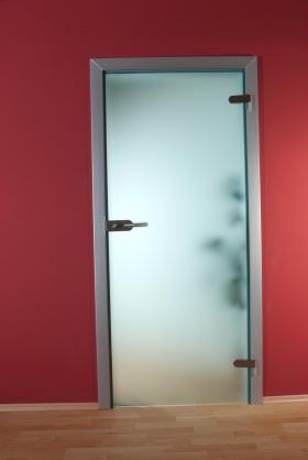Skleněné dveře, celoskleněné a zrcadlové stěny, interiérová zrcadla,krbové desky
