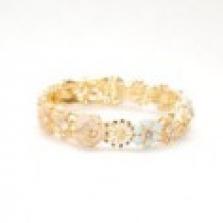 Zlatý květinový náramek s krystaly Swarovski a perlami