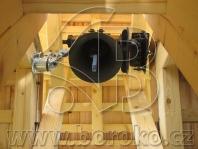 Zvonička s elektrickým pohonem a akustickým odbíjením času elektromagntickým kladivem