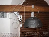 Elektromagnetické kladivo odbíjení času a ocelolitinový hodinový gong - kostel Narození Panny Marie, Tršice