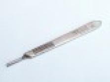 Držák skalpelových čepelek