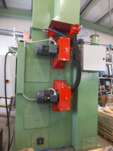Automatické tryskací zařízení srotačním stolem a srotačním závěsným hákem  typ  RT 2D1500/H