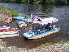 Přívoz' půjčovna lodí a restaurace Oseček