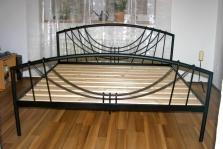 Kovová postel