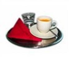 tác na servírování kávy
