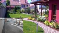 Záhrada pred realizáciou a po realizáciii