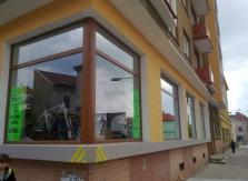 Výměna plastových výloh a úprava vnější fasády