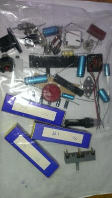 směs nových elektronických součástek