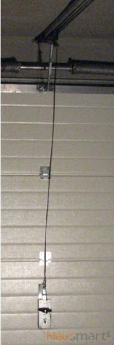 Zařízení sekčních garážových vrat umožňující otevření vrat zvenku v případě výpadku elektrického proudu