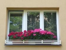 Okenní zahrádka na trojdílné okno