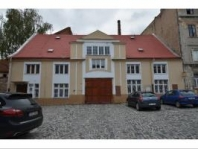 Prodej admnistratívní budovy s velkou manipulační plochou v centru Žatce
