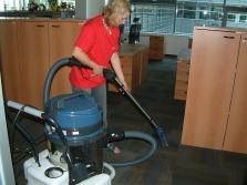 Strojové čištění koberců a čalounění